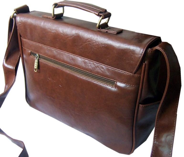 Коричневая сумка на плечо из мягкой кожи.